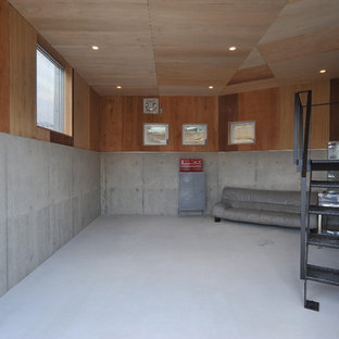 This is an example of an industrial attached one-car garage in Nagoya.