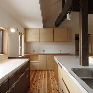 他の地域のアジアンスタイルのおしゃれなキッチン (アンダーカウンターシンク、インセット扉のキャビネット、淡色木目調キャビネット、人工大理石カウンター、シルバーの調理設備の、淡色無垢フローリング、アイランドなし) の写真