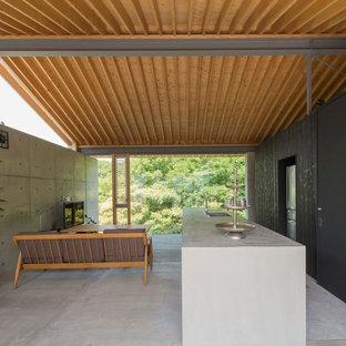 福岡のモダンスタイルのおしゃれなキッチン (シングルシンク、コンクリートカウンター、コンクリートの床、グレーの床) の写真