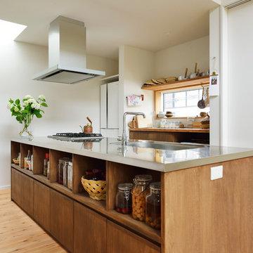 オープンキッチンのある小さな家