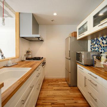 「カラフル」で包んだ 私たちの空間 -無垢材・タイルもこだわって-(マンション/apartment)