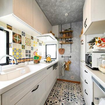 カラフルなタイルでエキゾチックに!メキシカンモダンのキッチン(一戸建て)
