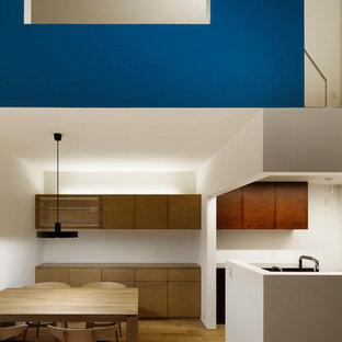 名古屋の北欧スタイルのおしゃれなキッチン (無垢フローリング、茶色い床) の写真