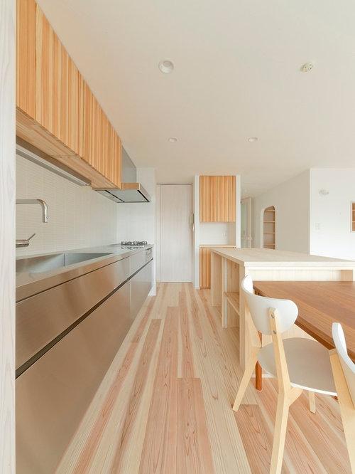 k chen mit beigefarbenen schr nken und edelstahl. Black Bedroom Furniture Sets. Home Design Ideas