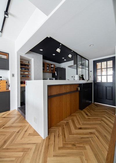 コンテンポラリー キッチン by SCHOOL BUS OSAKA スクールバス空間設計