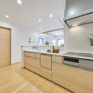 Esempio di una cucina nordica con ante beige, pavimento in compensato, pavimento beige e top beige