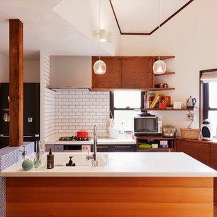 ミッドセンチュリースタイルのおしゃれなキッチンの写真