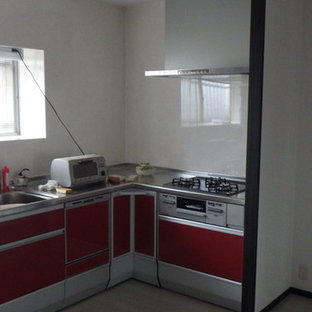 This is an example of a l-shaped kitchen in Osaka with a belfast sink, red cabinets, stainless steel worktops, white splashback, plywood flooring and white floors.