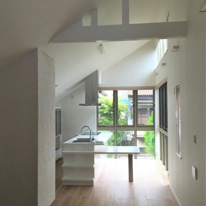 勾配天井のキッチンリノベーション