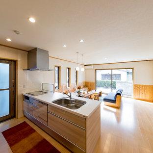 他の地域の和風のおしゃれなキッチン (シングルシンク、フラットパネル扉のキャビネット、ベージュのキャビネット、塗装フローリング、ベージュの床) の写真