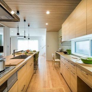 和室、リビングからの採光と明るく統一されたキッチン