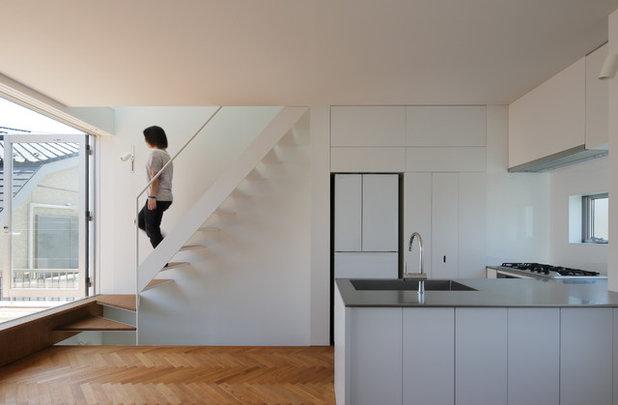 Modern Kitchen by 山本卓郎建築設計事務所 TAKURO YAMAMOTO ARCHITECTS