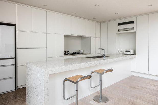 Modern Kitchen by 株式会社Madre