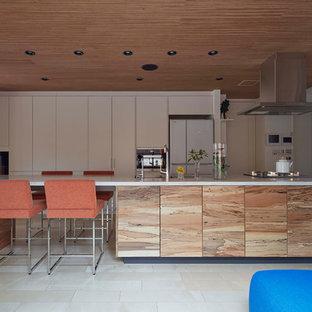 東京23区のコンテンポラリースタイルのおしゃれなキッチン (シングルシンク、フラットパネル扉のキャビネット、ベージュの床) の写真