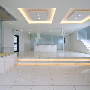 名古屋のコンテンポラリースタイルのおしゃれなキッチン (大理石の床、白い床) の写真