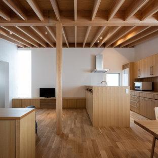 福岡のアジアンスタイルのおしゃれなキッチン (無垢フローリング、茶色い床) の写真
