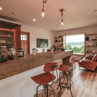 他の地域のコンテンポラリースタイルのおしゃれなキッチン (無垢フローリング) の写真