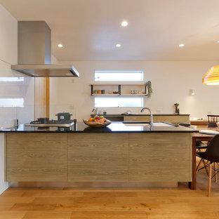 他の地域の和風のおしゃれなキッチン (無垢フローリング、茶色い床) の写真