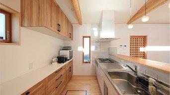 木製の背面収納がアクセント