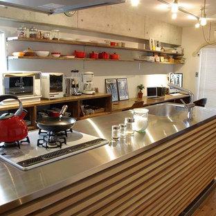名古屋のアジアンスタイルのおしゃれなキッチン (オープンシェルフ、無垢フローリング) の写真