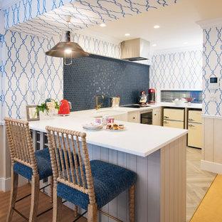 東京23区のエクレクティックスタイルのキッチンの画像