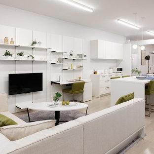 東京23区のコンテンポラリースタイルのおしゃれなキッチン (アンダーカウンターシンク、シルバーの調理設備の、ベージュの床、フラットパネル扉のキャビネット、白いキャビネット、塗装フローリング) の写真