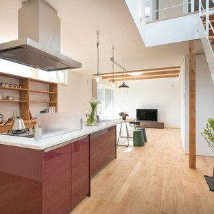 名古屋のアジアンスタイルのおしゃれなキッチン (一体型シンク、オープンシェルフ、淡色無垢フローリング、茶色い床) の写真