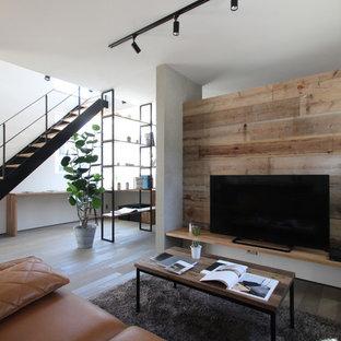 インダストリアルスタイルのおしゃれなキッチン (アンダーカウンターシンク、インセット扉のキャビネット、黒いキャビネット、白いキッチンパネル、シルバーの調理設備、塗装フローリング、グレーの床、白いキッチンカウンター) の写真