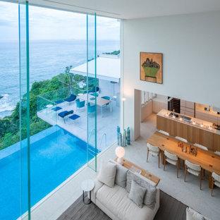 納入事例:7×6mの大開口から海と空を一望する、熱海の別荘に佇むキッチン