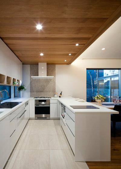 Modern Kitchen by 株式会社岸研一建築設計事務所