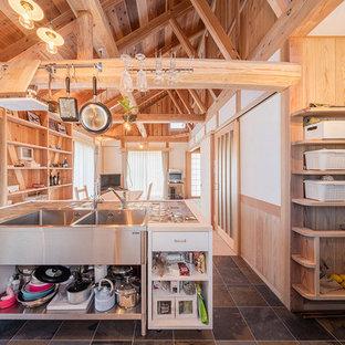 製作キッチンと松丸太