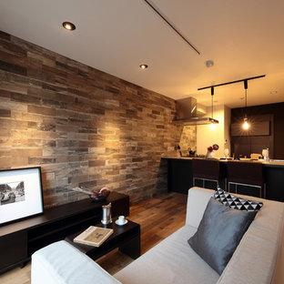 東京23区の中くらいのコンテンポラリースタイルのおしゃれなキッチン (アンダーカウンターシンク、濃色木目調キャビネット、グレーのキッチンパネル、石タイルのキッチンパネル、シルバーの調理設備、濃色無垢フローリング、茶色い床) の写真