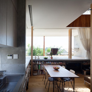 他の地域のラスティックスタイルのおしゃれなキッチン (インセット扉のキャビネット、ステンレスカウンター) の写真