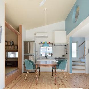 他の地域の小さいエクレクティックスタイルのおしゃれなキッチンの写真