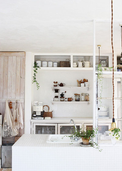 Shabby-chic Style Kitchen by Rie Yoshihara French & Natural Styling powder
