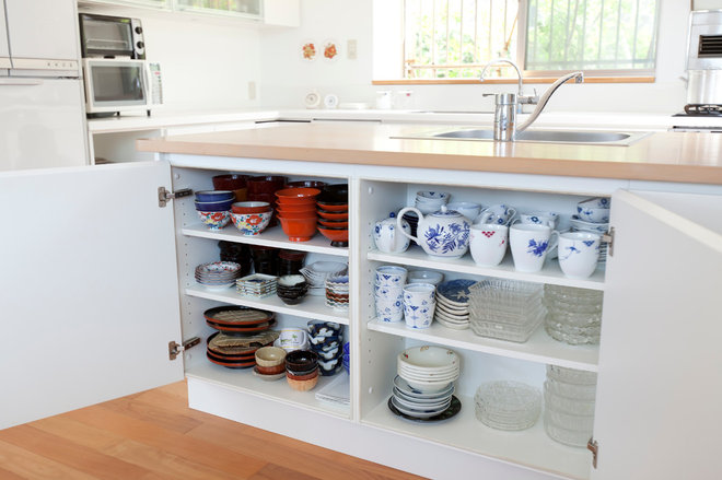 Contemporary Kitchen by LiB contents