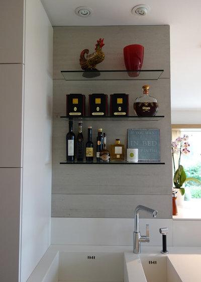 コンテンポラリー キッチン by M_Nairz Architects