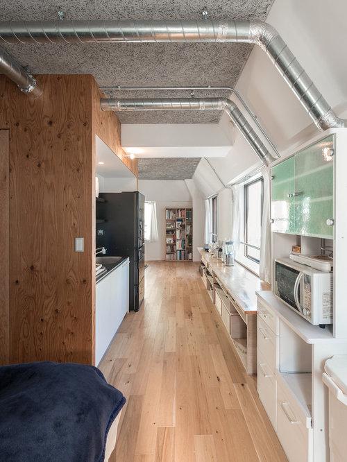 cuisine avec un lectrom nager blanc et un sol en contreplaqu photos et id es d co de cuisines. Black Bedroom Furniture Sets. Home Design Ideas