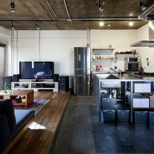 На фото: линейные кухни в стиле лофт с монолитной раковиной, открытыми фасадами, фасадами цвета дерева среднего тона, столешницей из нержавеющей стали, техникой из нержавеющей стали, бетонным полом и полуостровом