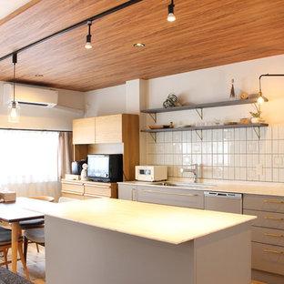 名古屋のシャビーシック調のおしゃれなキッチンの写真