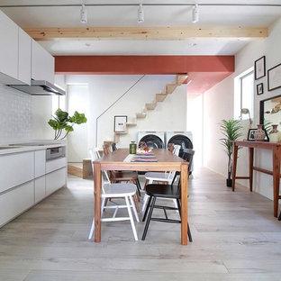 東京23区のインダストリアルスタイルのおしゃれなキッチン (シングルシンク、塗装フローリング、グレーの床) の写真