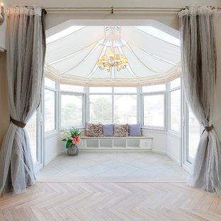 他の地域のシャビーシック調のおしゃれなサンルーム (標準型天井、ベージュの床) の写真