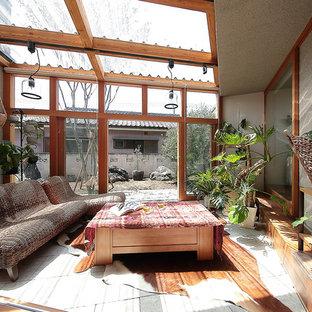 他の地域のアジアンスタイルのおしゃれなサンルーム (天窓あり、グレーの床) の写真