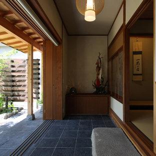 Réalisation d'une véranda asiatique avec un plafond standard et un sol gris.