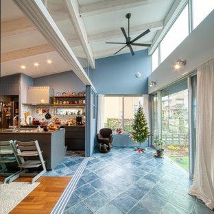 Idéer för att renovera ett mellanstort medelhavsstil uterum, med klinkergolv i keramik, tak och turkost golv