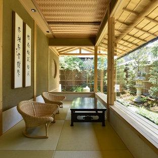 京都の和風のおしゃれなサンルーム (標準型天井、緑の床) の写真