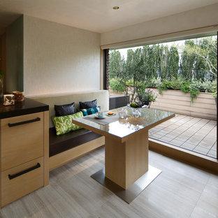 東京23区のコンテンポラリースタイルのサンルームの画像 (標準型天井、グレーの床)