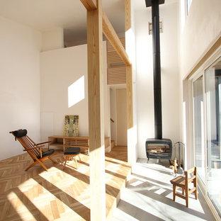 他の地域のモダンスタイルのサンルームの画像 (コンクリートの床、標準型天井、グレーの床)