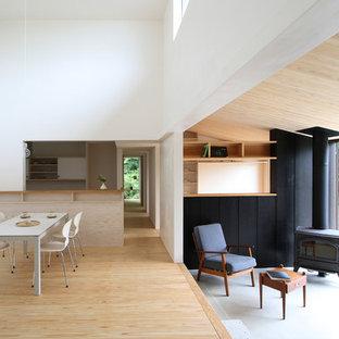 他の地域の中くらいのモダンスタイルのおしゃれなサンルーム (コーナー設置型暖炉、コンクリートの床、コンクリートの暖炉まわり、標準型天井、グレーの床) の写真