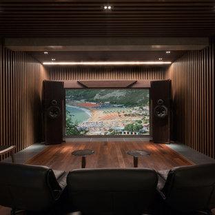 東京23区のコンテンポラリースタイルのおしゃれな独立型シアタールーム (茶色い壁、濃色無垢フローリング、茶色い床) の写真